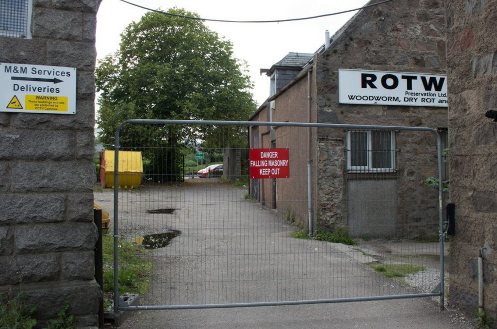 Photo of blocked footpath