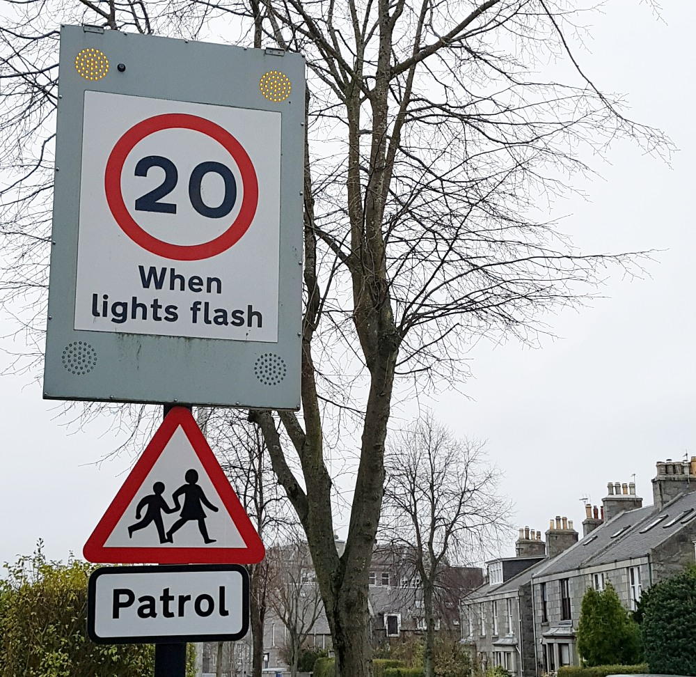 Photo of 20mph warning sign on Broomhill Road