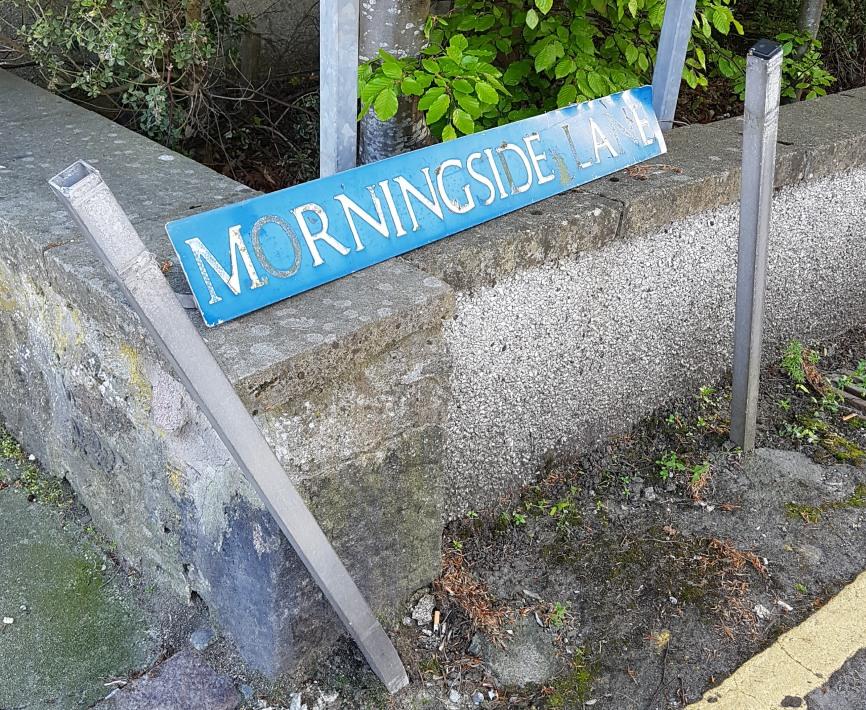 Photo of damaged Morningside Lane street name sign