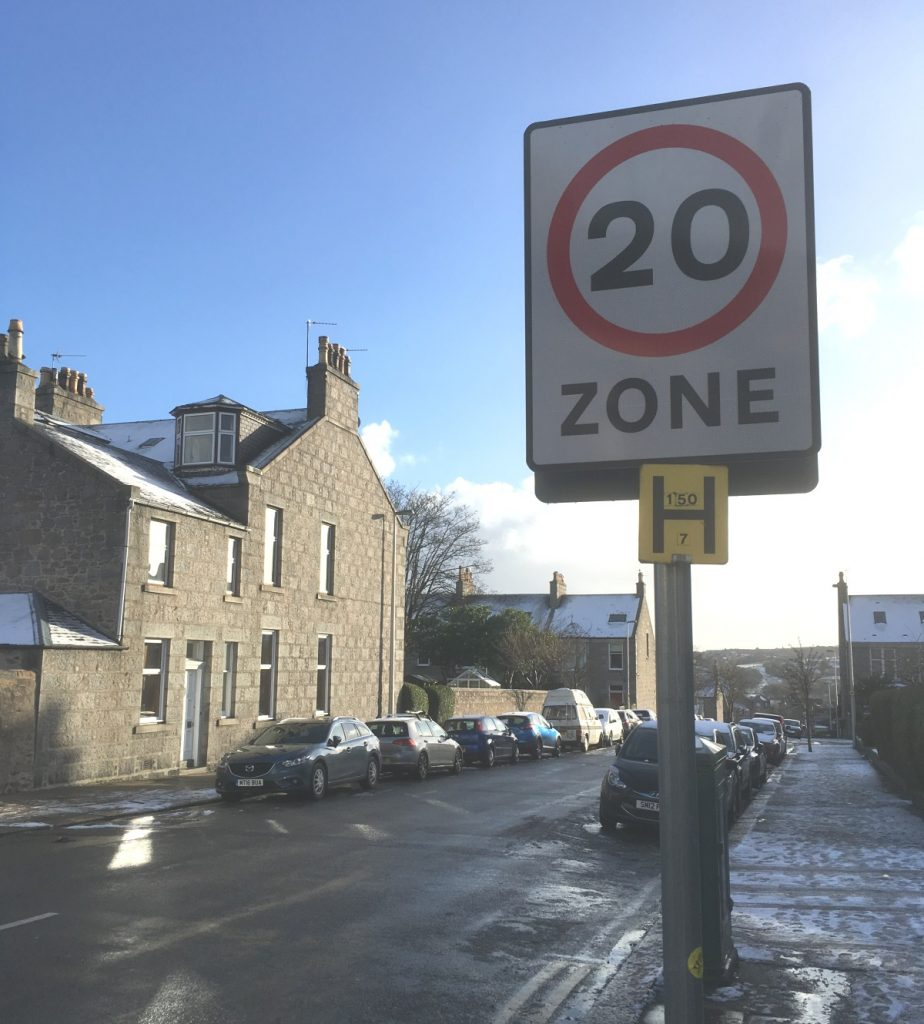Photo of 20mph sign on Abergeldie Road