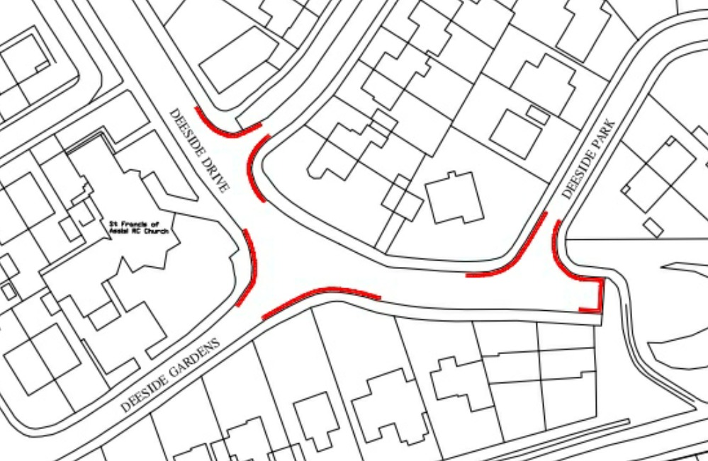 Map ofwhere duble yellow lines wil be placed on Deeside Drive