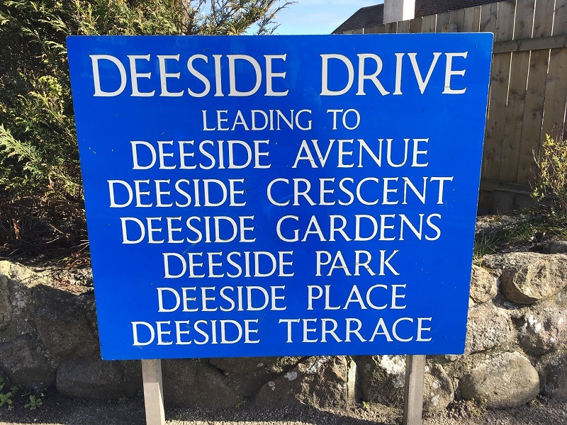 Photo of Deeside Drive road sign